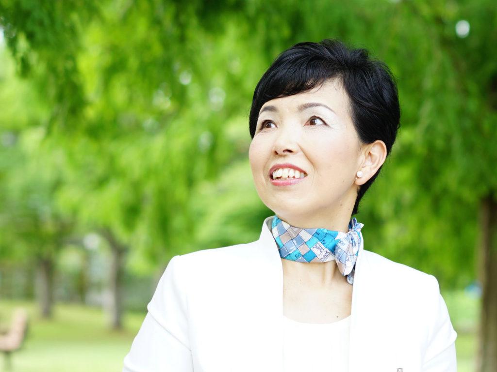 私が、シニアマナーOJTインストラクター柏木 恭子です。